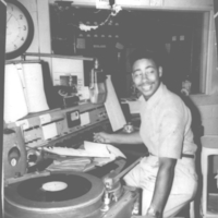 b3f32a - Erskine Faush at the WBCO console - 1956.jpg
